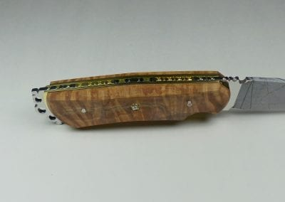 15 Side view of preassembled knife
