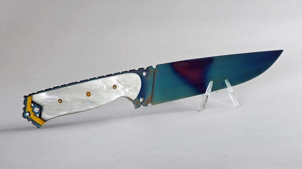 Art knife with pearl polymer handle