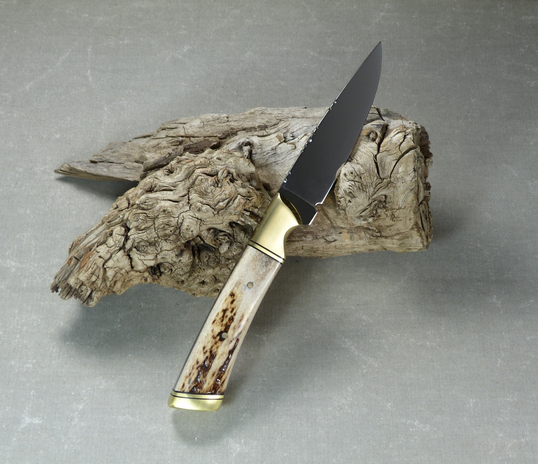 Elk horn hunting knife