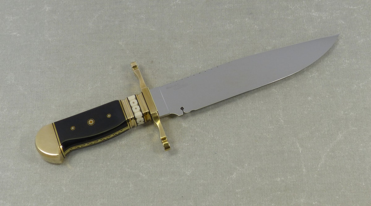 9-Mississippi-gentleman-period-bowie-knife